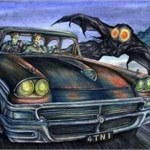 Неизвестное существо преследует автомобиль