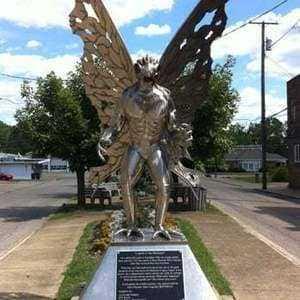 Памятник человеку-мотыльку