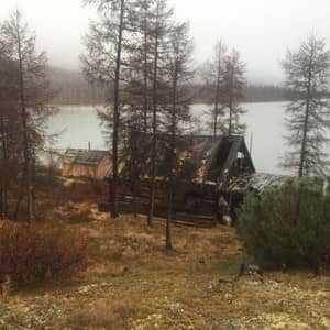 Дом Алямса на берегу озера