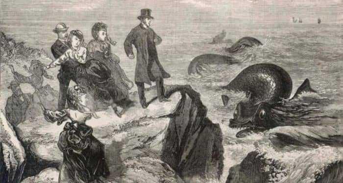 Морской змей и люди на берегу