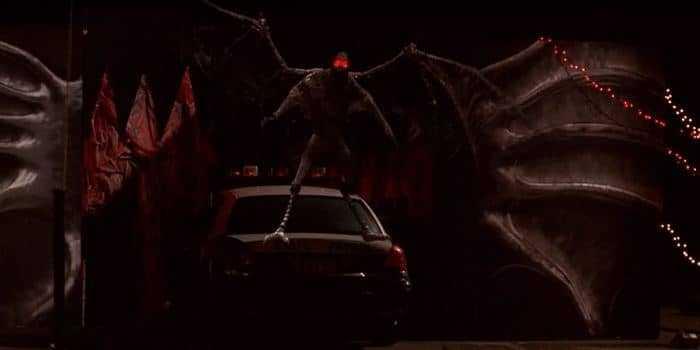 Человек-мотылек на машине