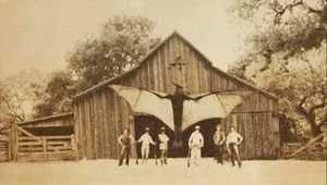 Крылатый монстр и шестеро мужчин