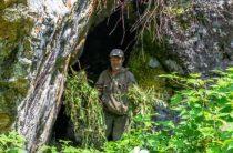 Интересная находка туристов в тайге. Жилище йети?